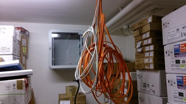 Die ersten Kabel sind gepatcht